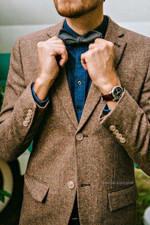 veste en tweed chemise en jean et noeud papillon l illustration parfaite du casual habill. Black Bedroom Furniture Sets. Home Design Ideas