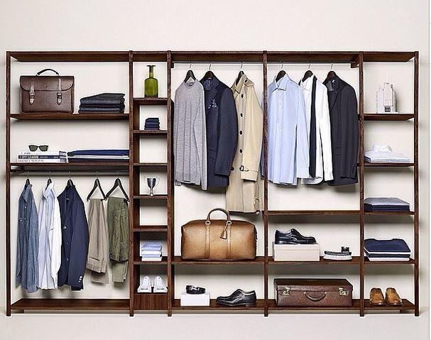 Une garde robe ultra minimaliste avec seulement des basiques un excellent exemple suivre - Changer sa garde robe femme ...