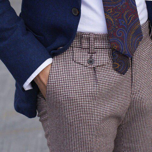 Un magnifique pantalon pied de poule qui s accorde bien avec des couleurs simples et des motifs - Couleur qui s accorde ...