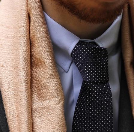 echarpe-rosee-soie-phnom-srok-tenue-costume-details