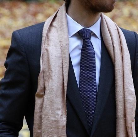 echarpe-rosee-soie-phnom-srok-tenue-costume