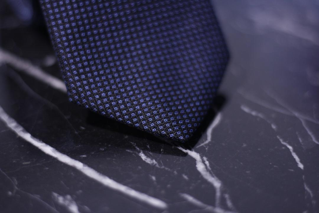 texture-cravate-bleu