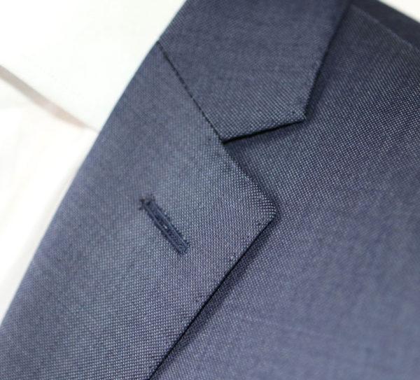 test-reda-tenue-business-parfaite-costume-homme-printemps-boutonniere